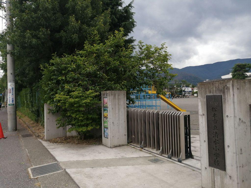 松本市立清水中学校での剪定作業