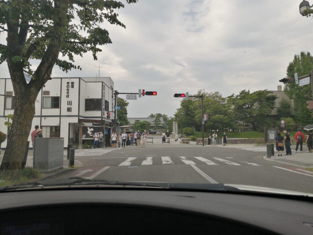 2020年8月10日の松本城は意外と人手が多かったです