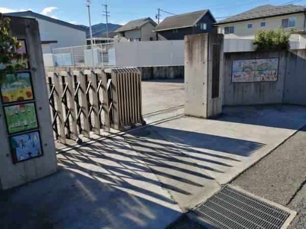 松本市立清水小学校の校門