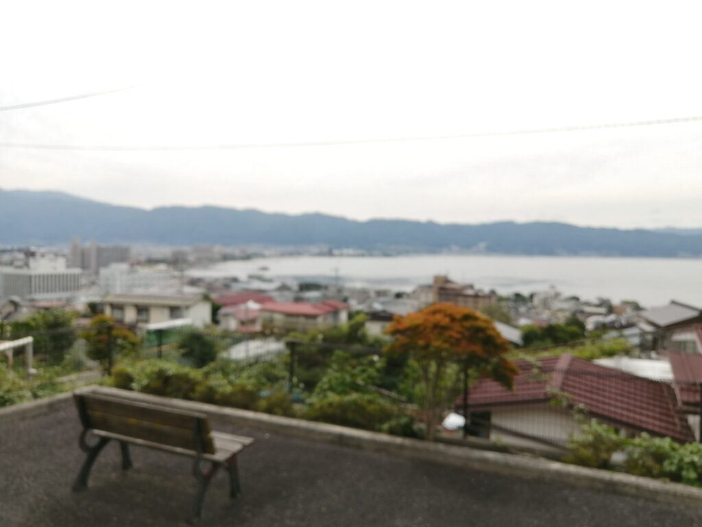 諏訪湖が一望できる高台のアパート