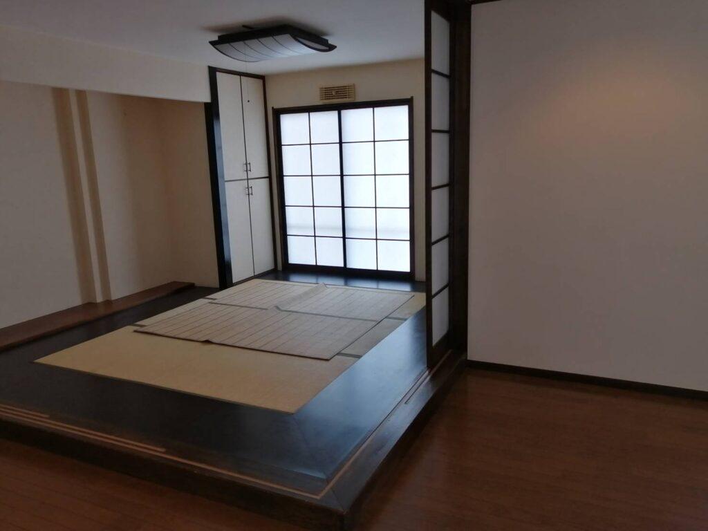 野溝西の賃貸一戸建て。小上がりの畳スペースが贅沢です。