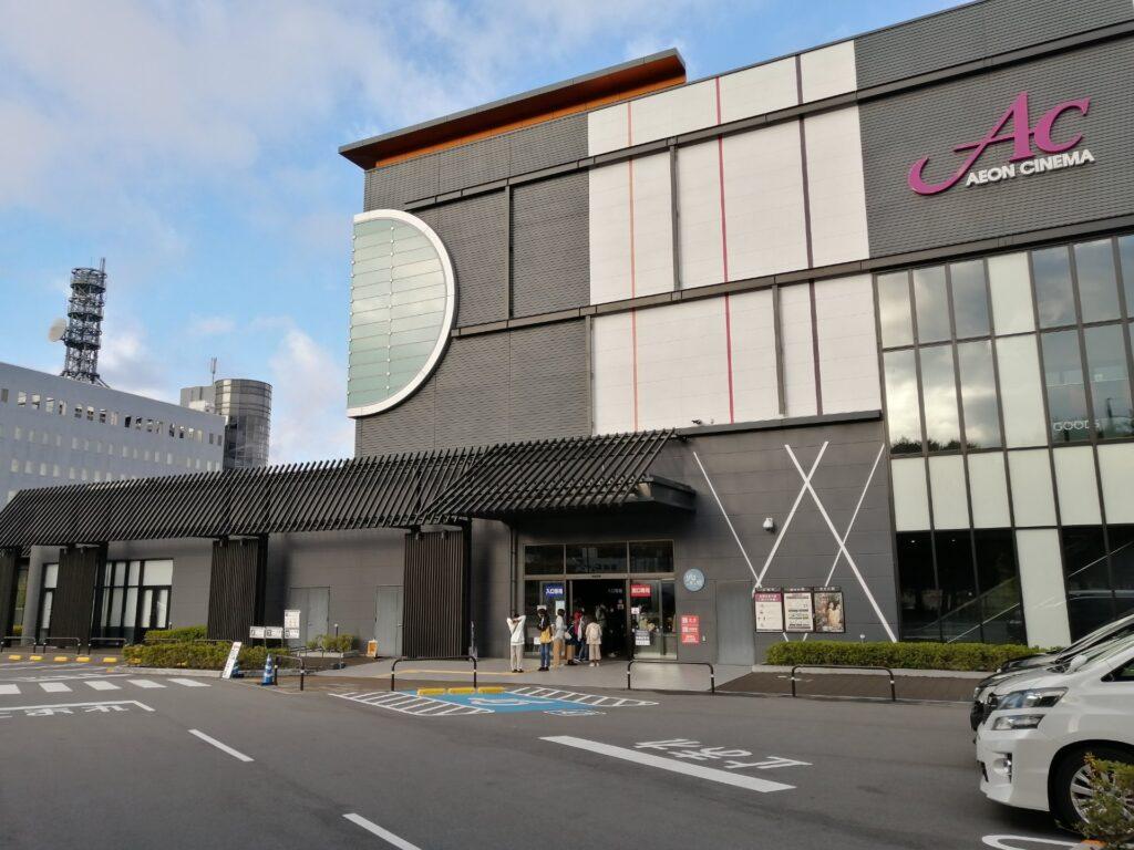 早朝からイオンモール松本の映画館にできる列