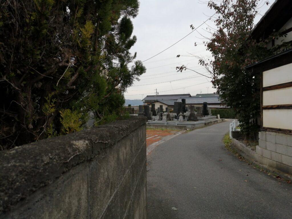 田園住宅街の一画にある墓地