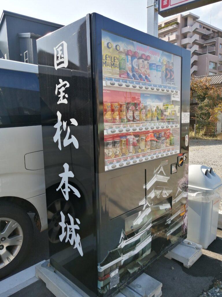 国宝松本城のラッピング自販機