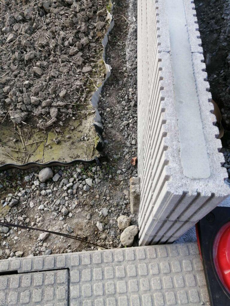 境界に設置されたブロック塀