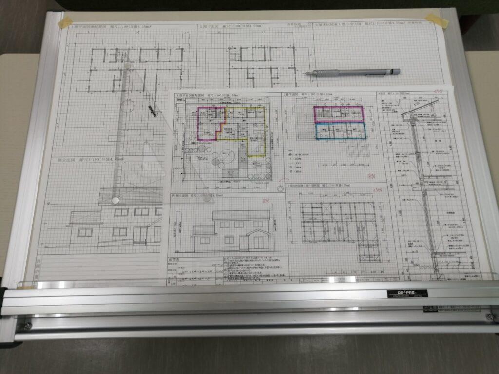 製図の図面と道具たち