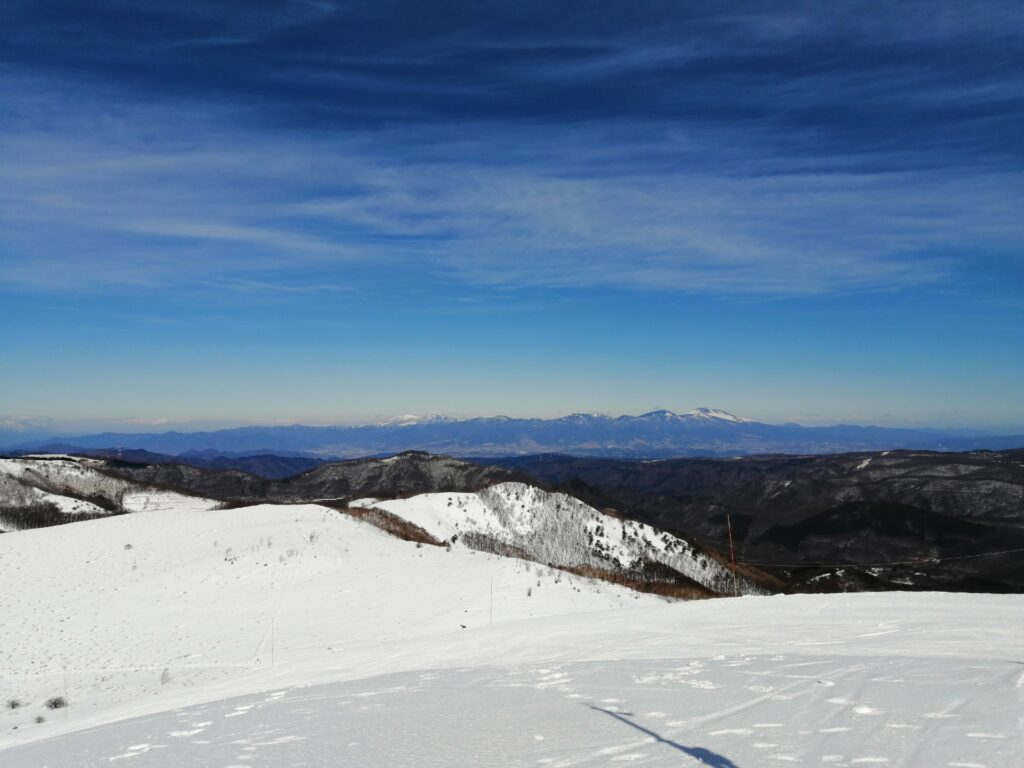右方の方に浅間山が見えます