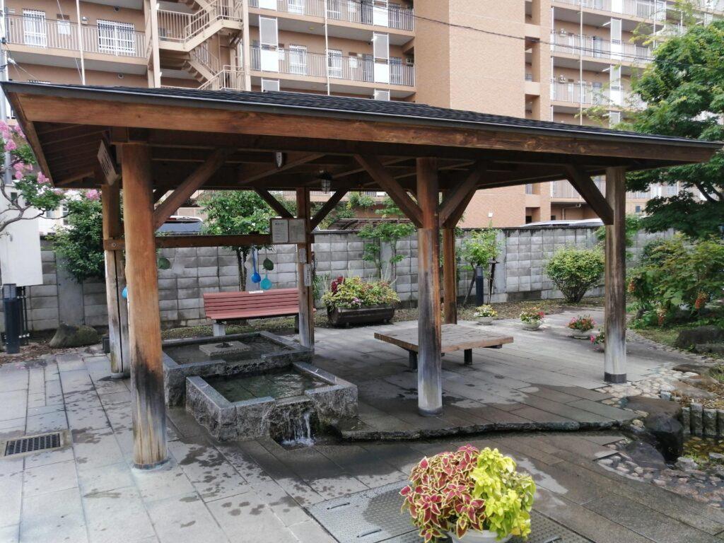 松本市大手にある鯛萬の井戸
