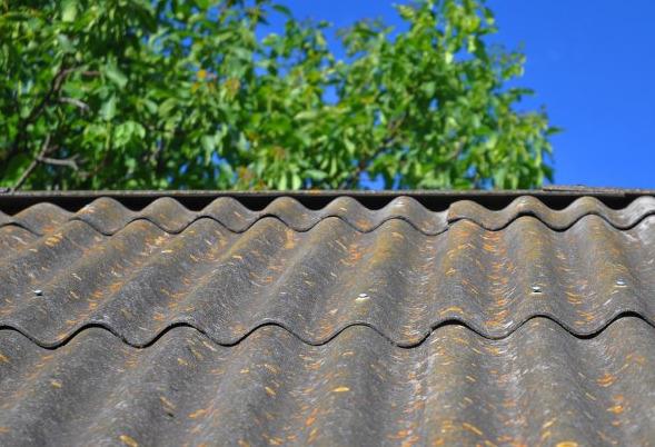 アスベストが使用されている可能性のある屋根
