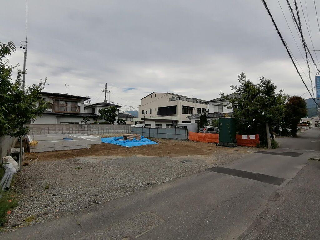 松本市宮田の新築分譲住宅2棟基礎工事中