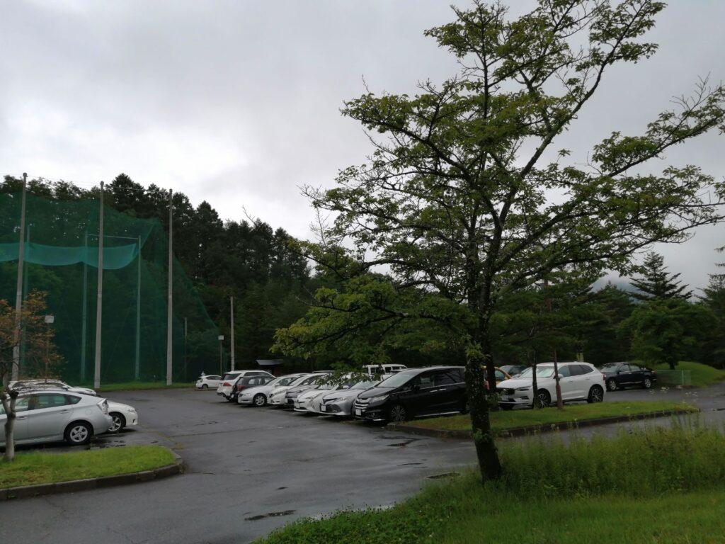 梅雨空のゴルフ場