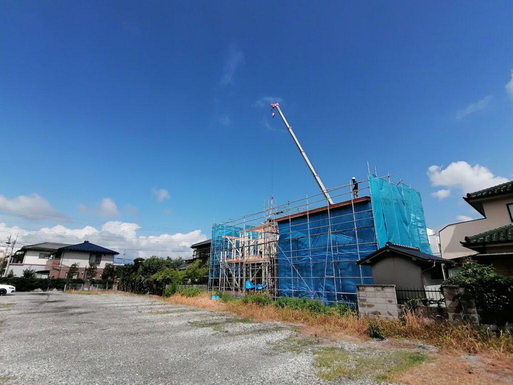 松本市高宮東の新築建売住宅2棟の棟上げ中