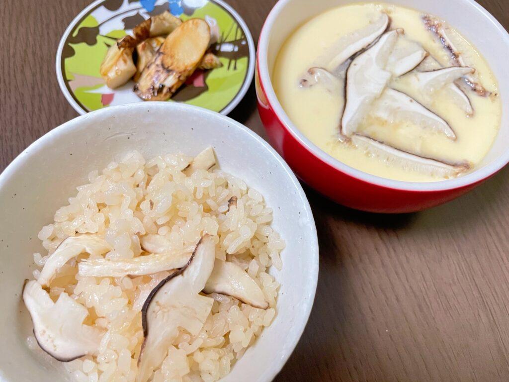 焼き松茸と松茸ごはんと松茸茶碗蒸し